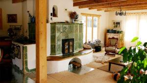 Foyer et cuisinière de masse avec accumulation